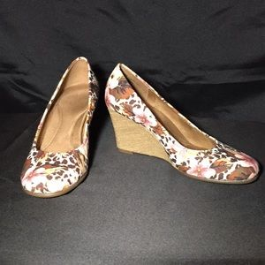 "Aerosoles 3.5"" wedges"